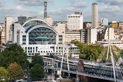 从伦敦眼的Charing发怒火车站 免版税库存照片