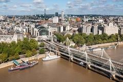 从伦敦眼的Hungerford桥梁 库存照片
