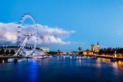 伦敦眼睛、威斯敏斯特桥梁和大笨钟 库存照片