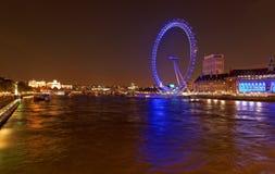 伦敦眼睛和泰晤士河在夜,伦敦,英国之前 库存图片