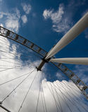 伦敦眼睛在蓝天下 库存照片