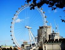 伦敦眼英国的看法从威斯敏斯特银行的在2017年11月 免版税库存图片