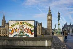 伦敦纪念品和大本钟 免版税库存图片