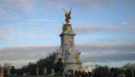伦敦纪念碑女王/王后维多利亚 免版税库存图片
