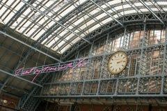 14/04/2018伦敦英国圣Pancras新的时钟 免版税库存图片