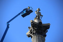 伦敦英国 19 04 2016年 在特拉法加广场的纳尔逊雕象为整修详细了检查 库存照片