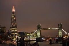 伦敦英国02/12/2017 塔桥梁和碎片在伦敦 库存图片