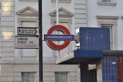 伦敦街地下标志伦敦 免版税库存图片