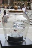 伦敦街道变换以不可思议的巨型梦想瓶子庆祝Roald Dahls 100th生日和BFG电影rel 库存图片