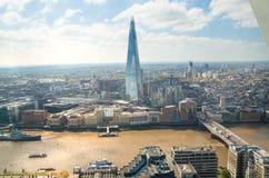 伦敦视图包括泰晤士河,伦敦桥梁和碎片 库存图片