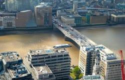 伦敦视图包括泰晤士河,伦敦桥梁 免版税库存照片