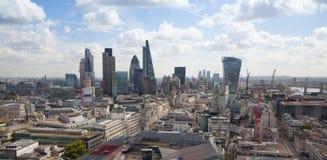 伦敦视图 42个全球编译的中心城市替换财务的嫩黄瓜包括导致的伦敦一库存塔视图willis 免版税库存照片