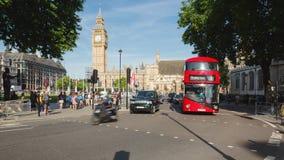 伦敦议会在威斯敏斯特交易定期流逝在峰值时间,晴朗 股票视频