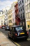 伦敦购物街道出租汽车 免版税库存图片