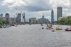 伦敦都市风景从威斯敏斯特桥梁,英国,英国的 免版税库存照片