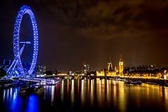 伦敦都市风景在晚上 免版税库存照片