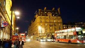 伦敦里茨旅馆在晚上 免版税库存图片