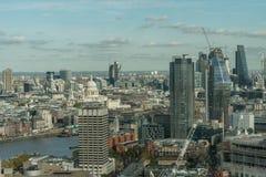 伦敦鸟瞰图在从伦敦眼观看的10月下旬 库存图片