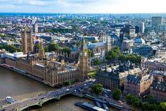 伦敦鸟瞰图有议会、大本钟和西敏寺房子的  英国 免版税库存照片