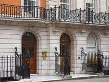 伦敦,典雅的连栋房屋 图库摄影
