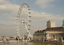 伦敦,千年轮子和泰晤士 免版税库存照片