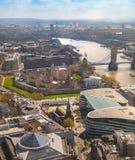 伦敦,塔桥梁,伦敦塔和泰晤士河 库存照片