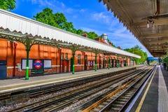 伦敦,大英国的英国:五颜六色的伦敦火车站 免版税库存图片