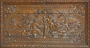 伦敦,大英国- 2017年9月17日:亚当和伊娃天堂被雕刻的安心在教会圣Barnabas丢失了 免版税库存图片