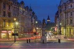 伦敦,大英国- 2017年9月18日:从特拉法加广场的看法在黄昏 图库摄影