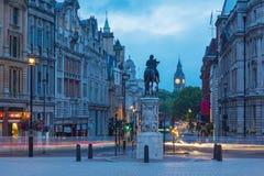 伦敦,大英国- 2017年9月18日:从特拉法加广场的看法在黄昏 库存图片