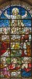 伦敦,大英国- 2017年9月18日:变貌彩色玻璃在领域的教会圣Giles里 图库摄影