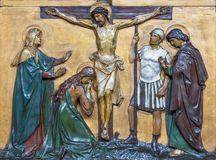 伦敦,大英国- 2017年9月17日:在十字架上钉死安心在教会圣由未知的艺术家的Marys Pimlico的 库存图片