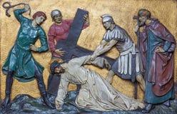 伦敦,大英国- 2017年9月17日:在十字架下的安心耶稣秋天在教会圣Marys Pimlico 库存图片