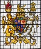 伦敦,大英国- 2017年9月14日:在教会圣埃德蒙的英国皇家武器从19的国王 分 库存图片