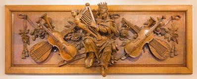 伦敦,大英国- 2017年9月18日:大卫国王被雕刻的雕象和安心教会圣Botolph `的s Aldgate 库存照片