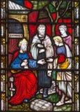 伦敦,大英国- 2017年9月19日:天分寓言在彩色玻璃的在圣玛丽方丈` s教会里 库存照片