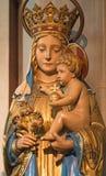 伦敦,大英国- 2017年9月17日:玛丹娜被雕刻的雕象教会圣的Barnabas 免版税库存图片
