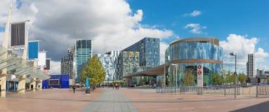 伦敦,大英国- 2017年9月15日:现代建筑学和方形的近的北部格林威治驻地 免版税库存照片