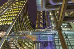 伦敦,大英国- 2017年9月15日:现代建筑学和方形的近的北部格林威治驻地 免版税库存图片