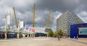 伦敦,大英国- 2017年9月15日:现代建筑学和方形的近的北部格林威治驻地 图库摄影