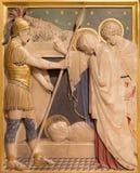 伦敦,大英国- 2017年9月17日:耶稣在坟茔被放置在圣詹姆斯西班牙位置教会里在雪花石膏雕刻的 免版税库存图片