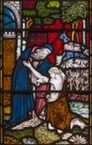 伦敦,大英国- 2017年9月19日:败家子的儿子的寓言彩色玻璃的在圣玛丽方丈` s教会里 库存图片