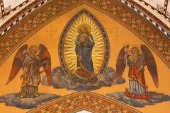 伦敦,大英国- 2017年9月18日:monzaic洁净在教堂中殿穹顶在教会圣母无染原罪瞻礼里 图库摄影