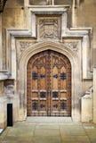 伦敦,威斯敏斯特,英国-议会4月05日, 2014议院和议会从Abingon St耸立,观看 图库摄影