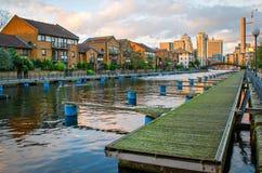 伦敦,狗小岛和金丝雀码头 库存照片