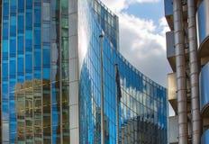 伦敦,现代英国建筑学,与天空反射的玻璃纹理 城市伦敦 库存照片