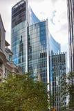 伦敦,现代英国建筑学,与天空反射的玻璃纹理 城市伦敦 免版税库存图片