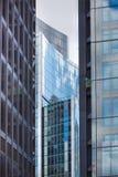 伦敦,现代英国建筑学,与天空反射的玻璃纹理 城市伦敦 库存图片