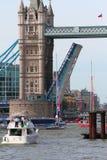 伦敦,英国。第1 2013年9月。围绕世界Yac的飞剪机 库存图片