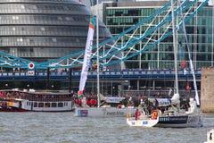 伦敦,英国。第1 2013年9月。围绕世界Yac的飞剪机 免版税库存照片